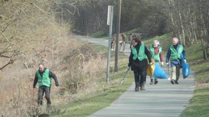 Ophalen Zwerfafval langs de Maas